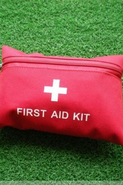 Emergency Kit Outdoor First Aid Kit Seismic Travel Medical Kits Wild Survival Kits (Color: Red)